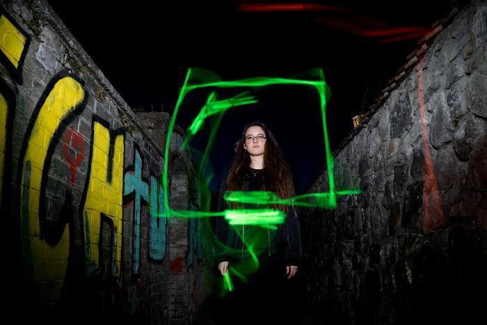 Fotoshooting mit Lightpainting in den Gassen beim Schloss Thun