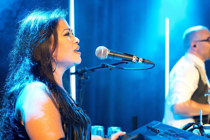 Seven Keyboard Sängering Konzert