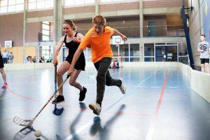 Schul-Unihockeyturnier in der Turnhalle Chrümig in Wimmis von mehreren Schulen wie Thierachern, Reutigen...