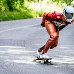 Downhill-Longboarder Motorradkombi und -Helm
