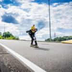 Downhill-Longboarder mit GoPro