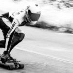 Schnelles Downhill-Longboard Wallpaper