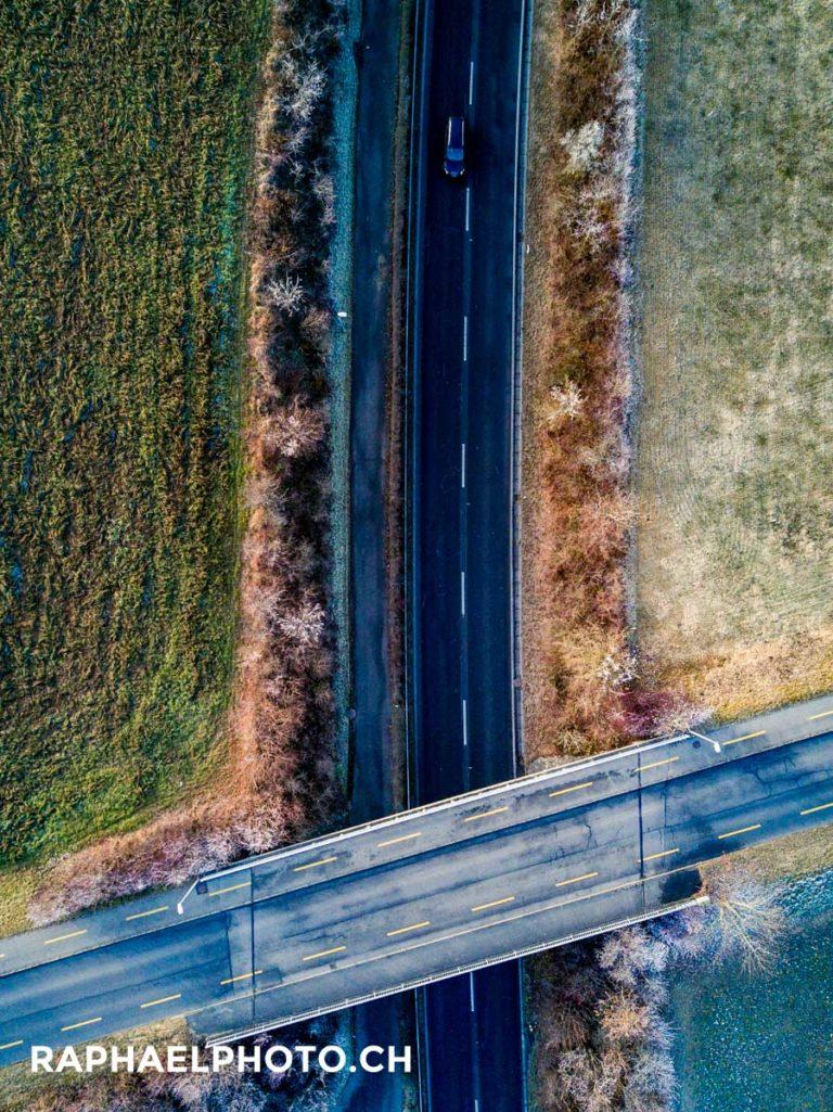 Strasse mit Brücke - Muster Luftaufnahme mit DJI Mavic